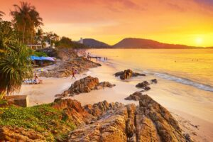 Der Patong Beach in Phuket