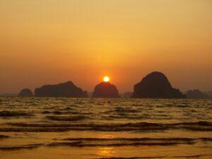 Wunderschöner Sonnenuntergang in Krabi